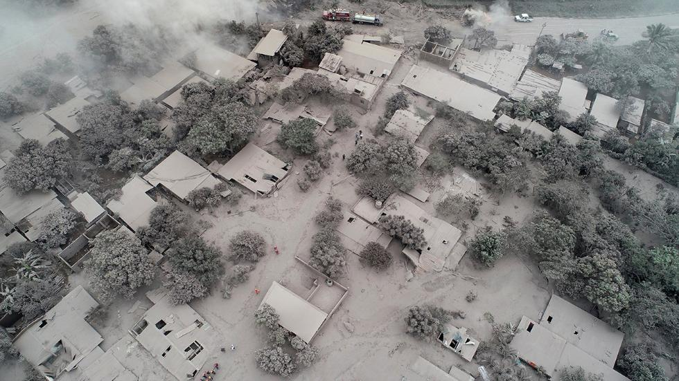 Guatemala Devoid of Color Under Volcanic Ash (PHOTOS)
