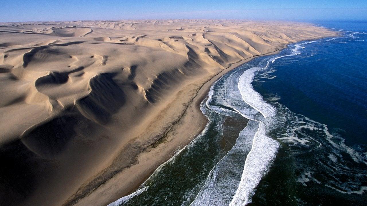 Skelettküste in Namibia: Hier trifft die Wüste auf das Meer