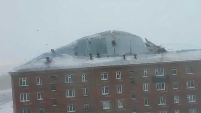Wind Blowing On Building : High winds blow roof right off russian apartment building