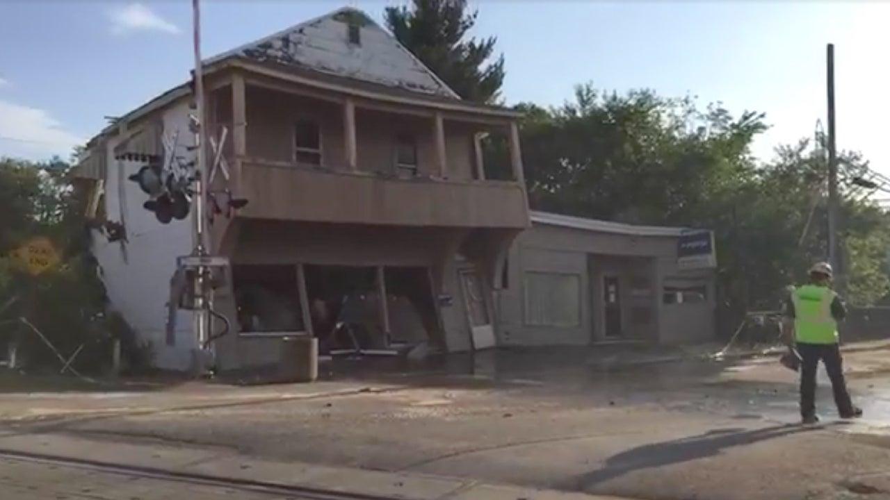crooksville  ohio  pizzeria demolished after sinkhole
