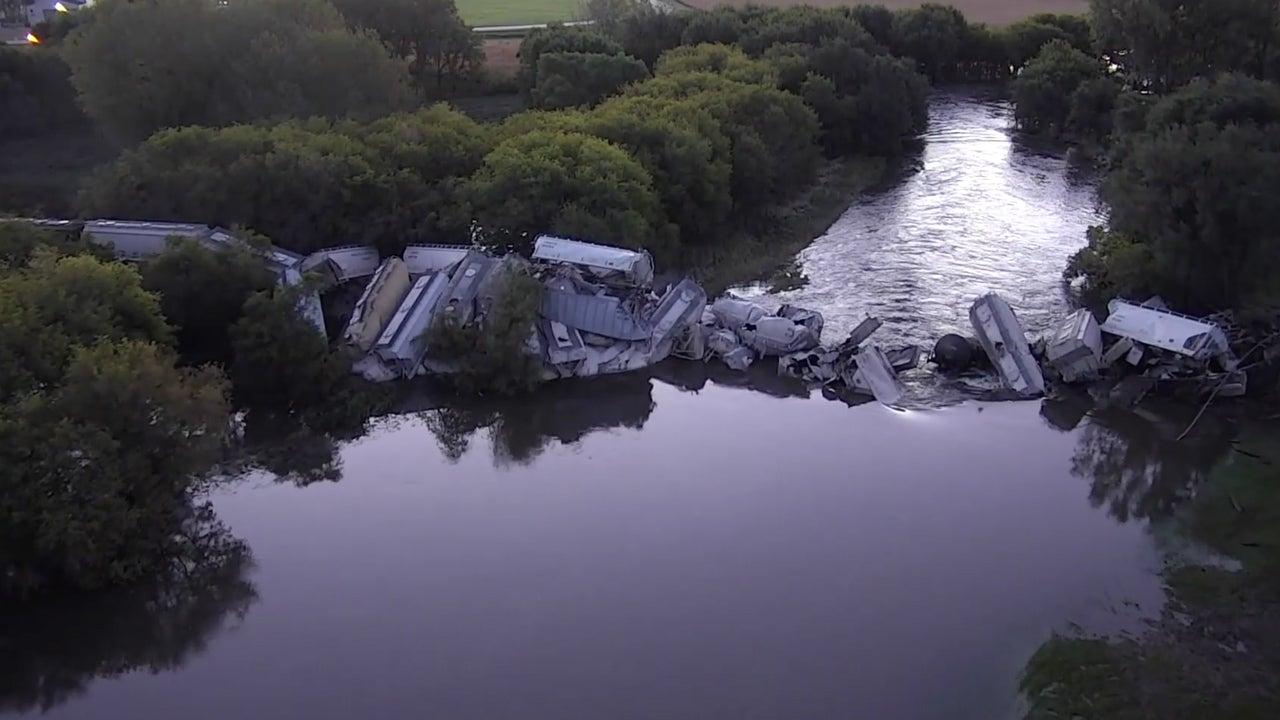 Train Derails in Iowa; Soybean Oil, Sand, Railcars Fall into River