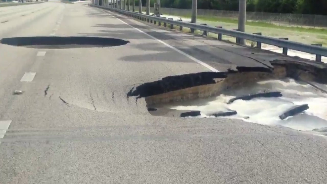 two massive sinkholes open up on florida 39 s turnpike in miami the weather channel. Black Bedroom Furniture Sets. Home Design Ideas