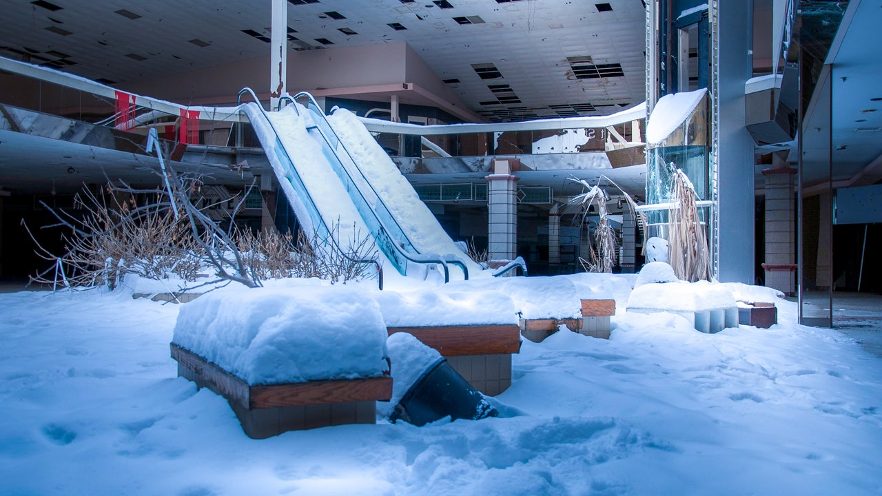 Snowstorm Turns Abandoned Mall Into Eerie Winter Wonderland (PHOTOS)