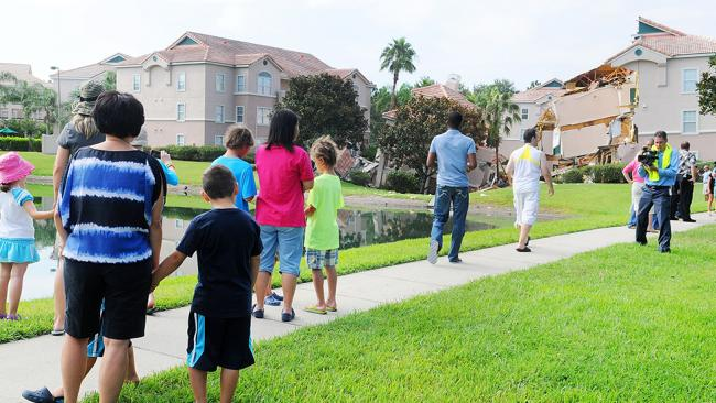 Massive sinkhole swallows Florida resort villa F573db37-07cf-4585-861c-b3959e08be12_650x366