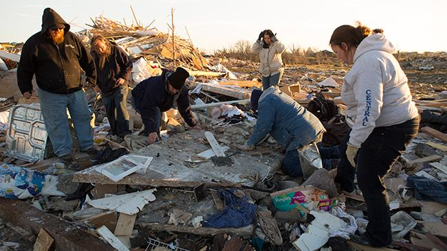 Heartwarming Reunion: Illinois Tornado Survivor Finds His Missing Dog Buried Alive Under Rubble