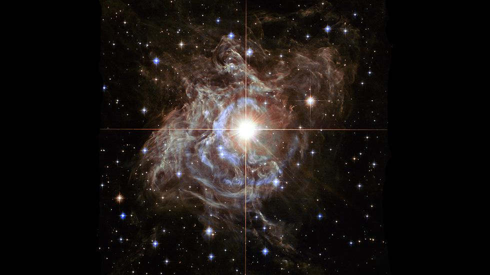 http://www.weather.com/news/science/new-hubble-image-shows-sparkling-super-star-20131217