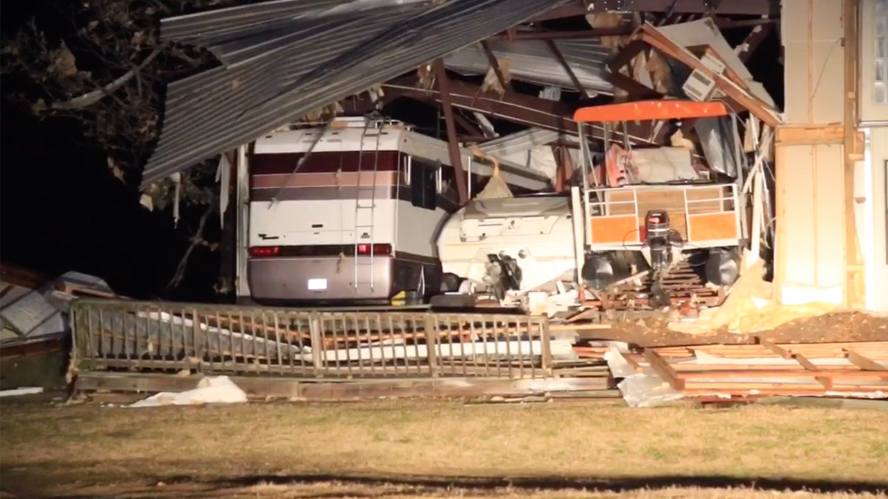 georgia naval base struck by likely tornado  illinois town takes direct hit  one dead in