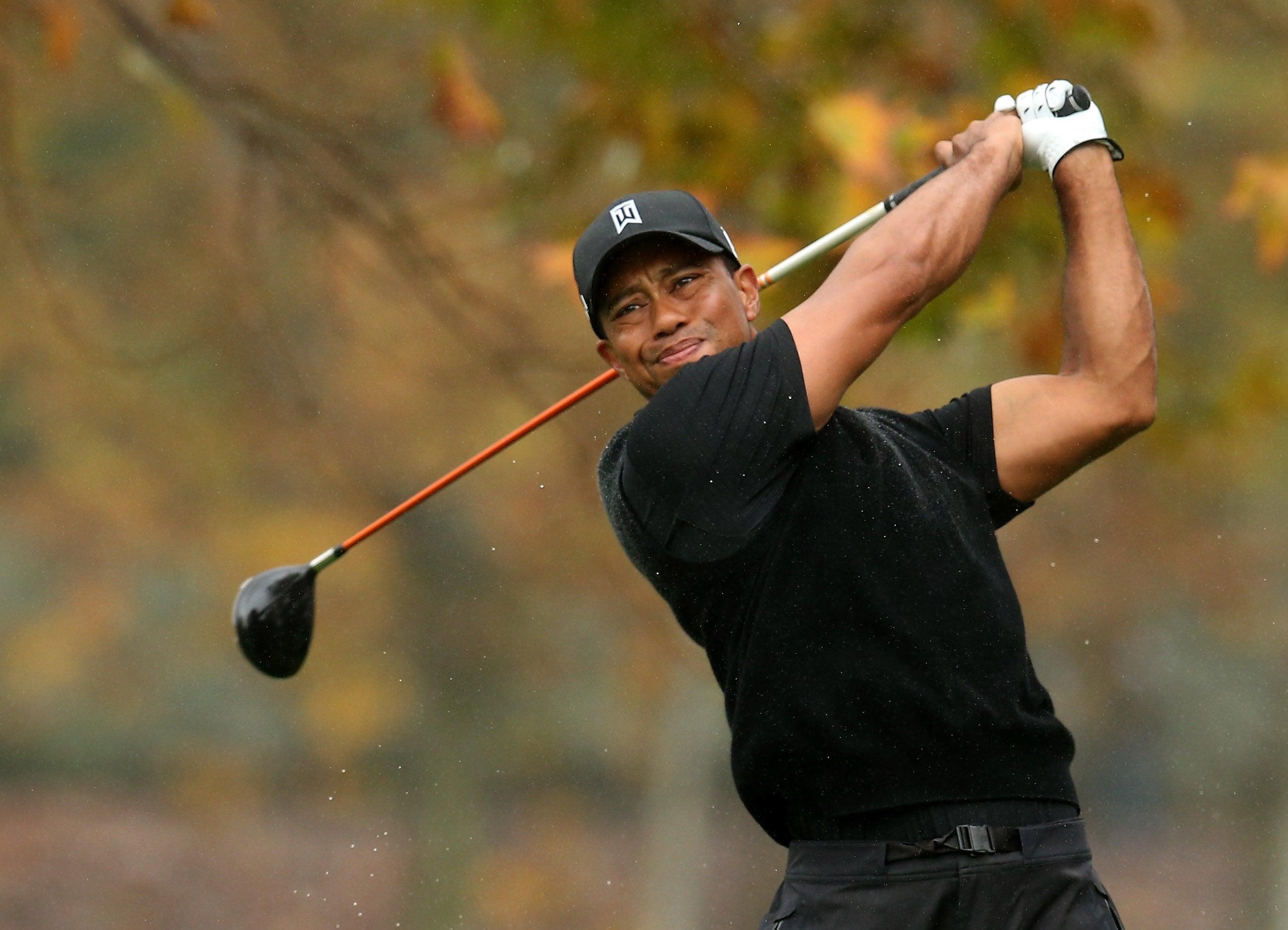 Top Ten Amazing Golf Shots