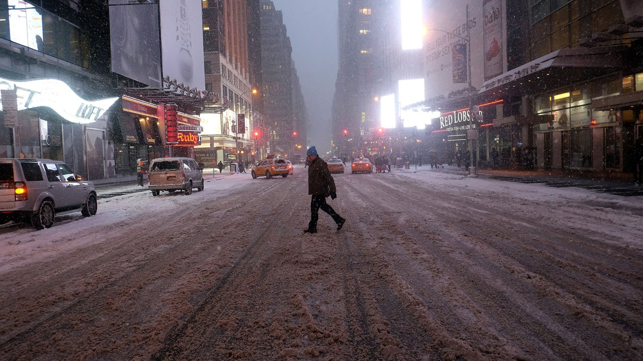 new york city braces for  u0026 39 crippling u0026 39  storm  travel bans