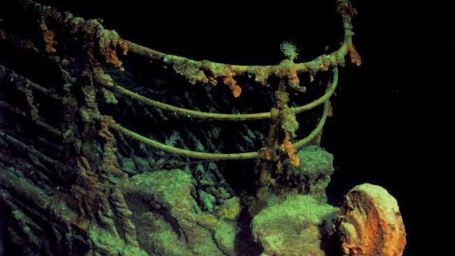 """Bacterias carcomen el Titanic: en el 2030 solo será una """"mancha de óxido"""""""