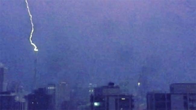 chicago u0026 39 s trump tower struck by lightning on evening of
