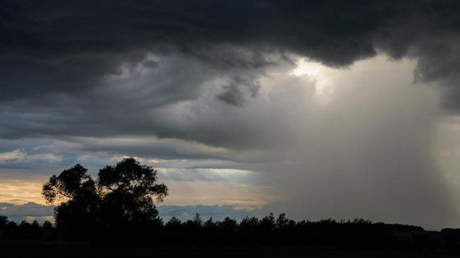 Sonntag: Kurze Gewitter in Nordwest möglich, Sonne in Südost