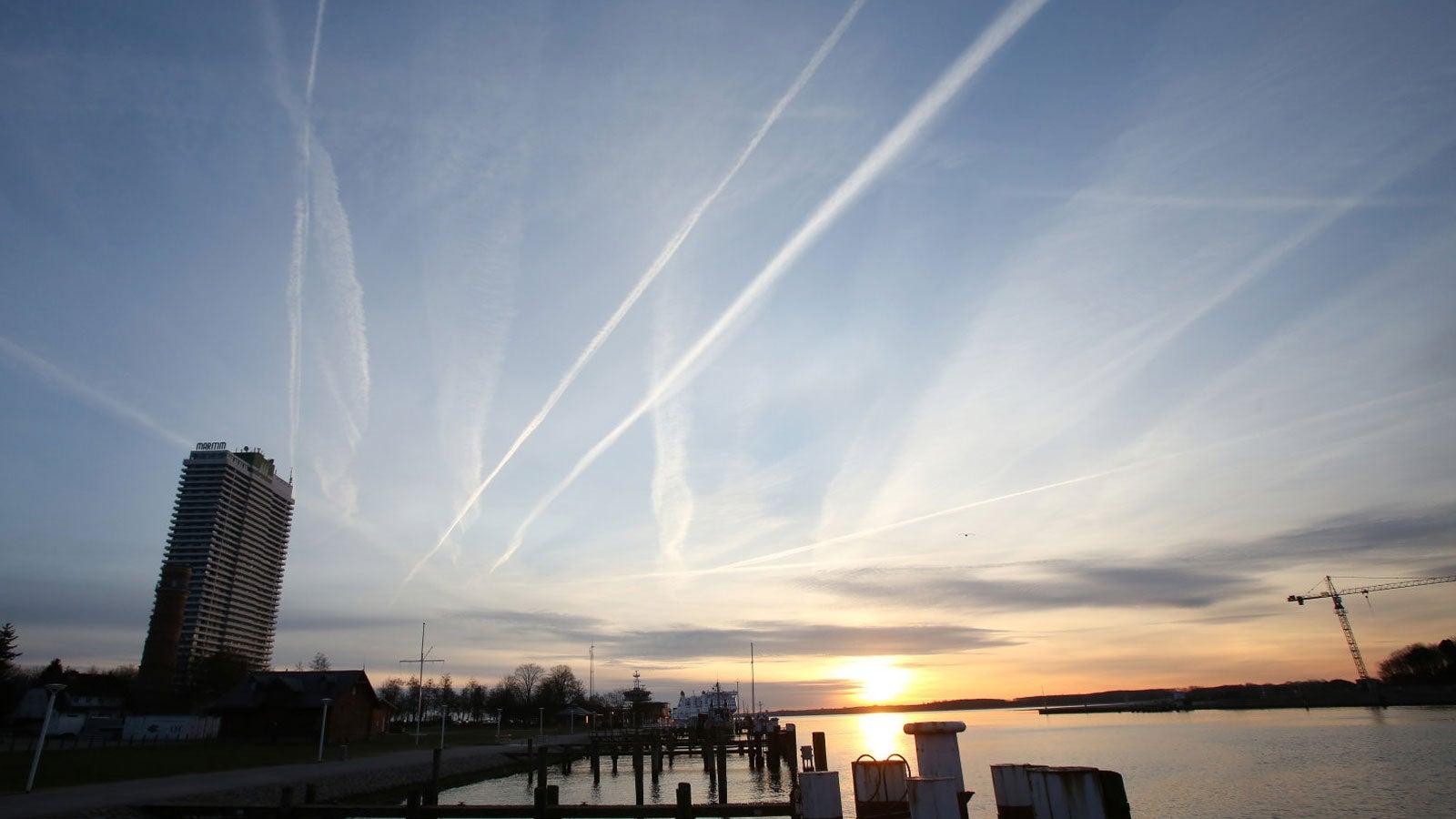 Kondensstreifen: So entstehen die künstlichen Wolken