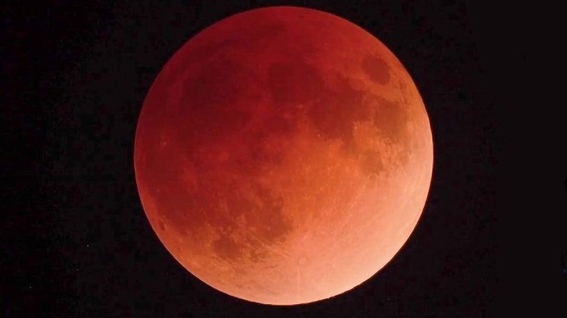 Super Blue Blood Moon Gives Skygazers a Triple Treat