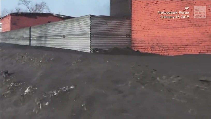 Siberian Towns Covered in Coal-Contaminated Snow