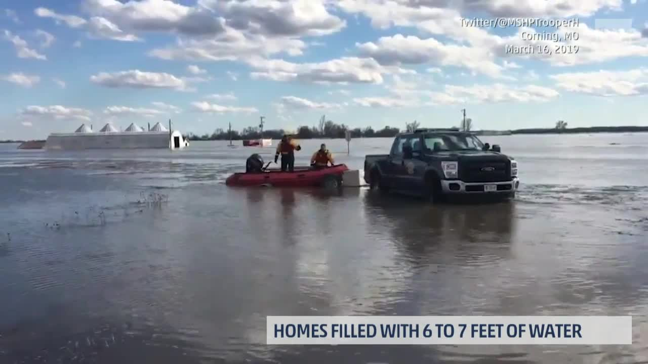 Midwest Flooding Kills 3, Forces Thousands to Evacuate