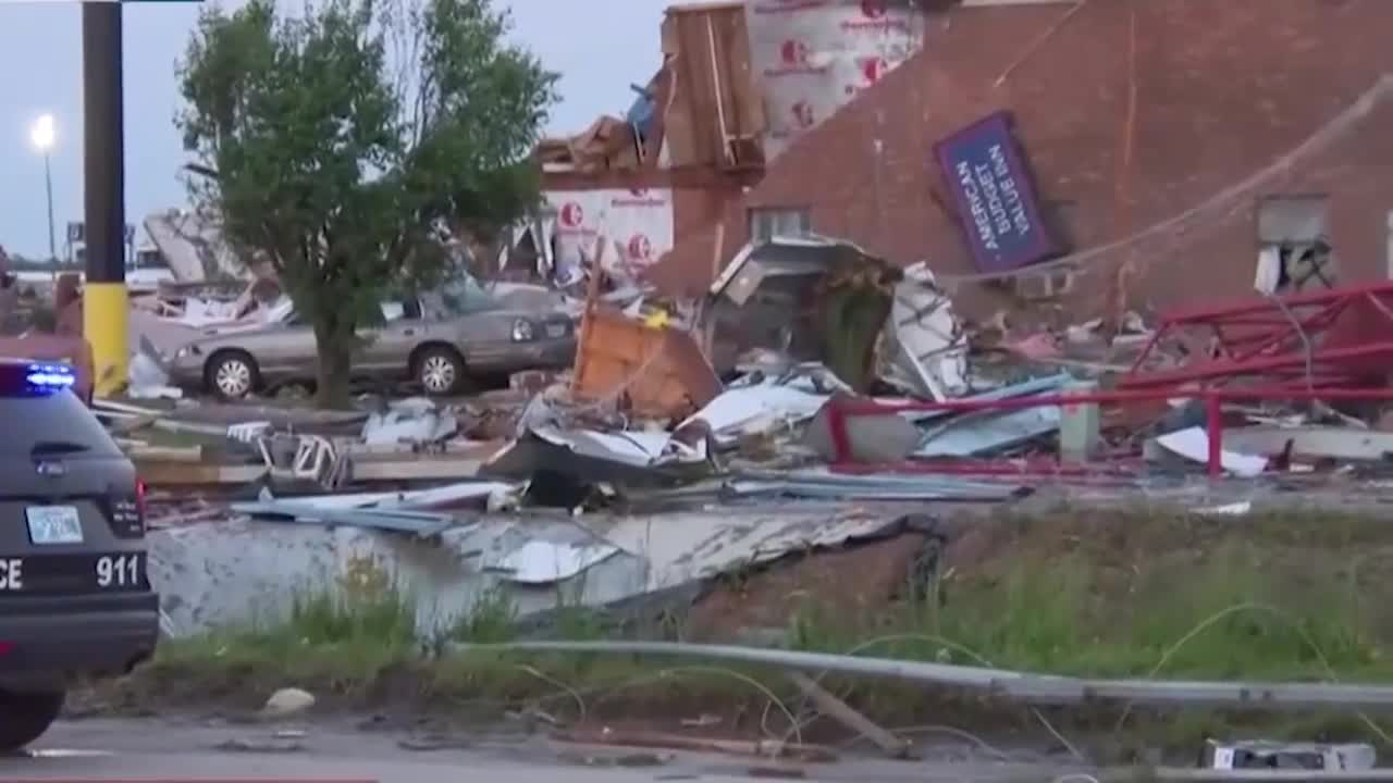 Deadly Tornado Hits El Reno, Oklahoma Overnight