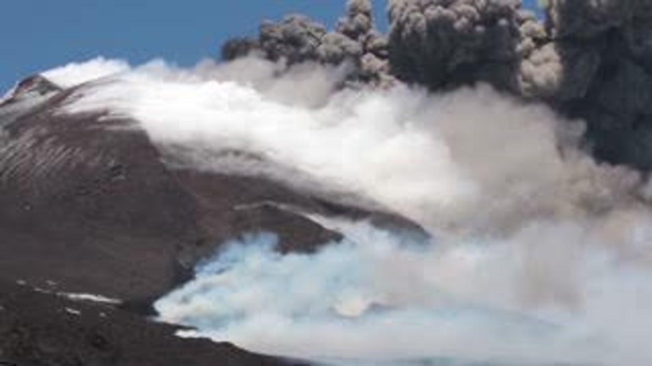 Italys Mount Etna Back At It Again