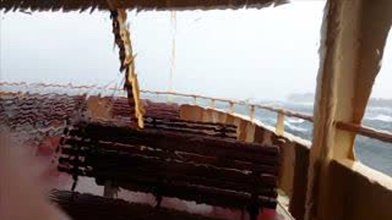 Wer mit einer Fähre mitfährt erwartet oft ereignislose Wartezeit, bis das andere Ufer erreicht ist. Doch im Sydney Habor wurde ein Fährschiff bei einem Sturm ordentlich durchgeschüttelt.