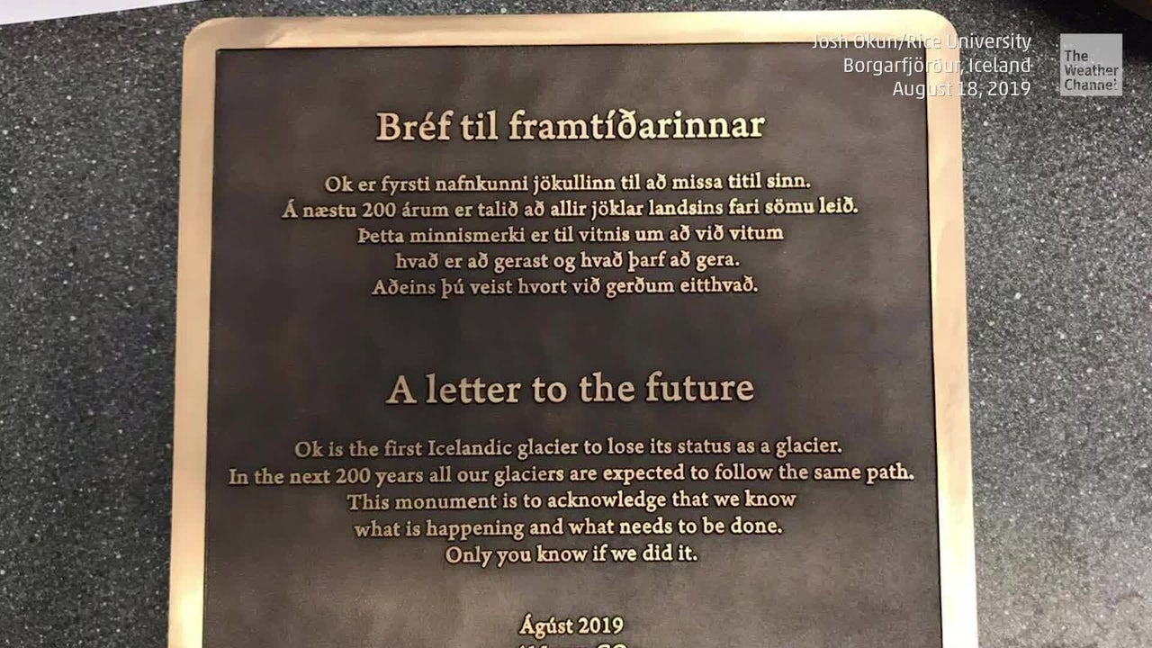 Iceland Memorialises First Glacier Killed by Climate Change