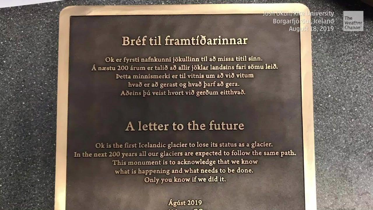 Islandia realizó un funeral por un glaciar perdido por el cambio climático. Los científicos advierten que podrían seguir más pérdidas.