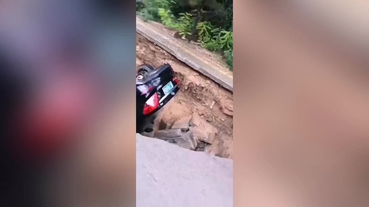 A big sinkhole opened up on a road in Lüliang in northern China's Shanxi Province, swallowing two cars. No injuries were reported.