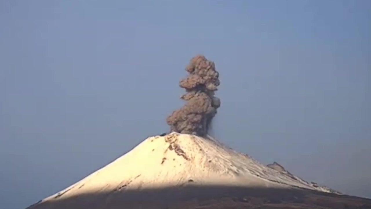 Nordamerikas zweithöchster Vulkan brach in einer Nacht 14 Mal aus. Beamte warnen die Bevölkerung vor einem möglichen Erdrutsch.