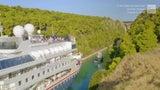 Enorme crucero atraviesa estrecho canal en Grecia
