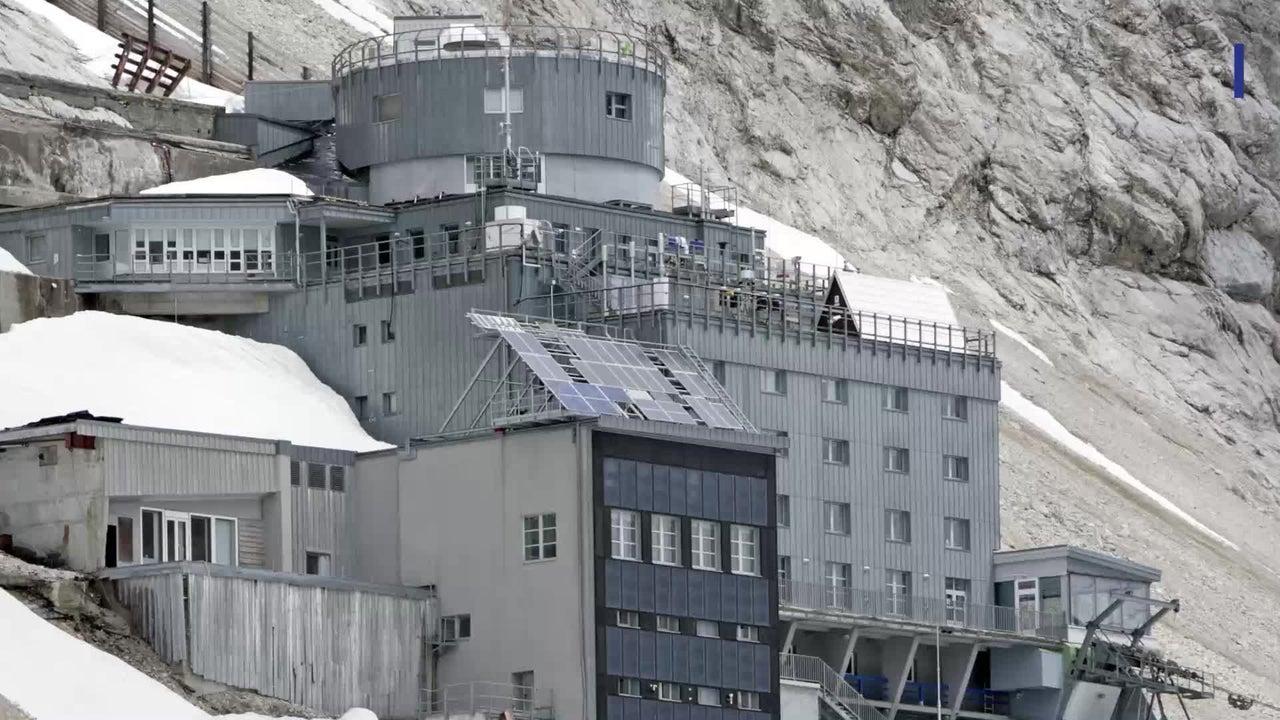 Das Schneefernerhaus an der Zugspitze feiert seinen 20. Geburtstag. In der Umweltforschungsstation wird seit neuestem Mikroplastik in Schnee und Eis untersucht.