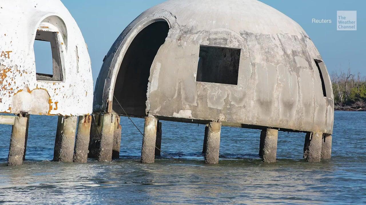 Misteriosa casa con domos se hunde en el mar