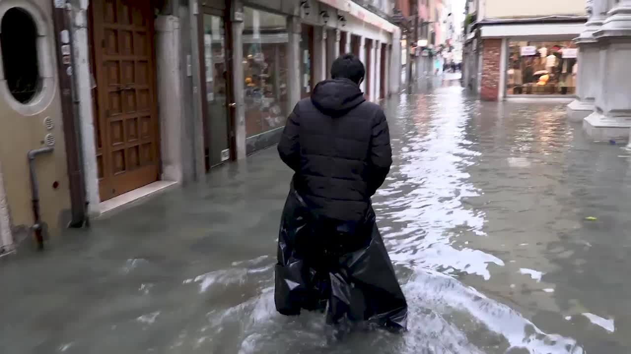 Venice Floods Again, Forcing the City to Adapt