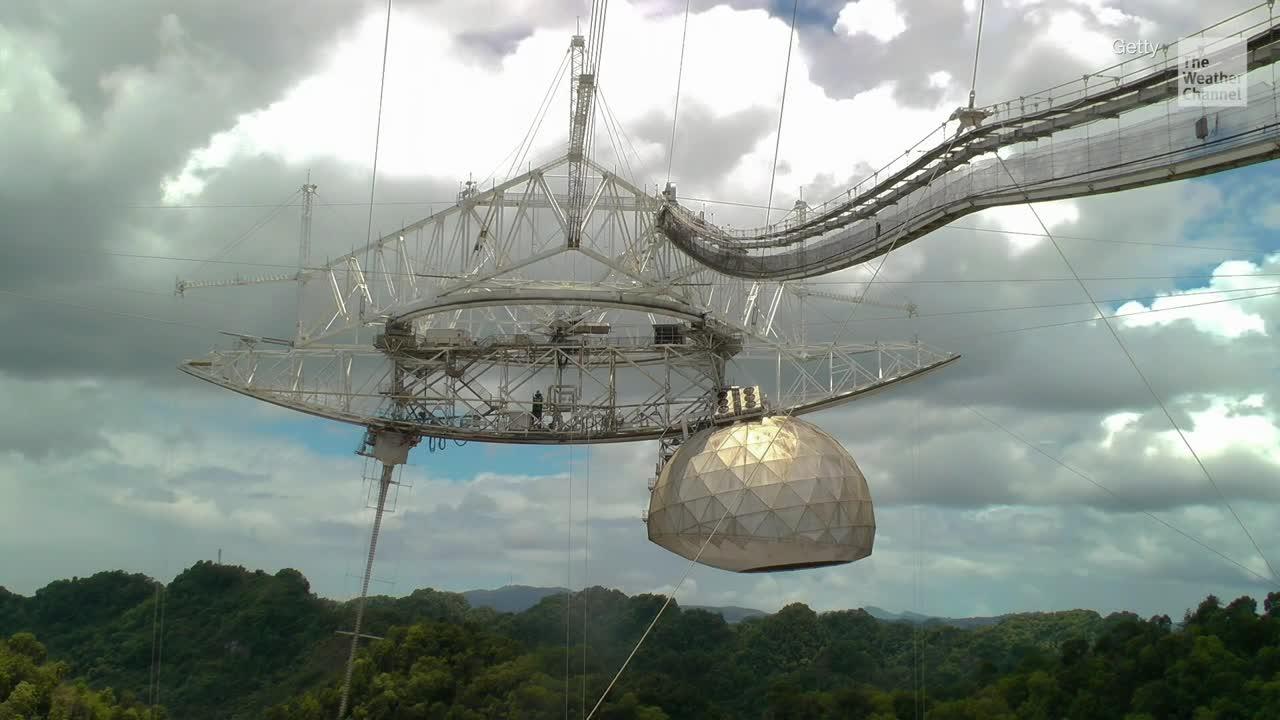 Estudiantes aprenden a operar radiotelescopio en P. Rico