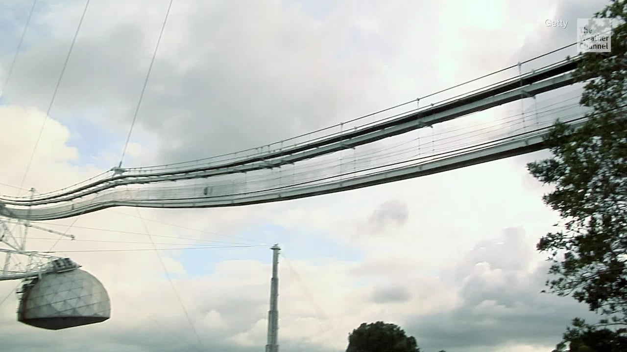 Students learn to operate large radio telescope in Puerto Rico