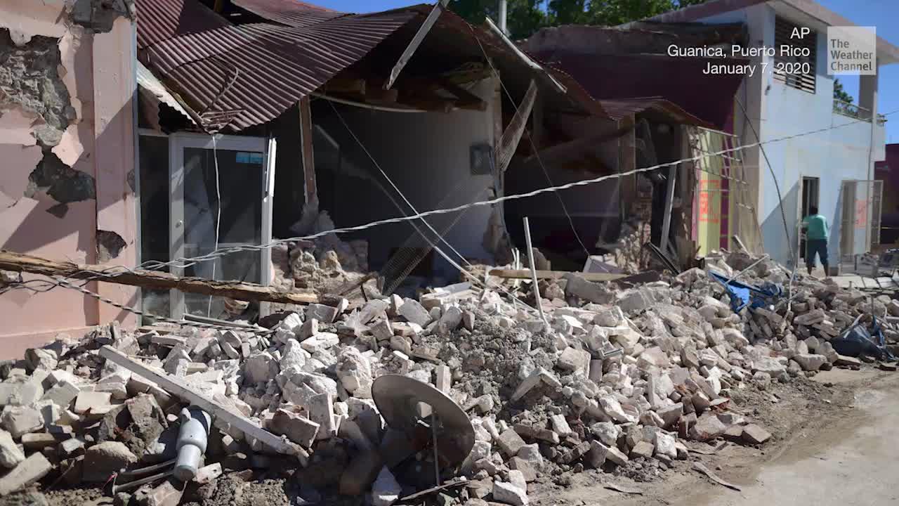 Aftershock Rattles Puerto Rican Journalist During Interview