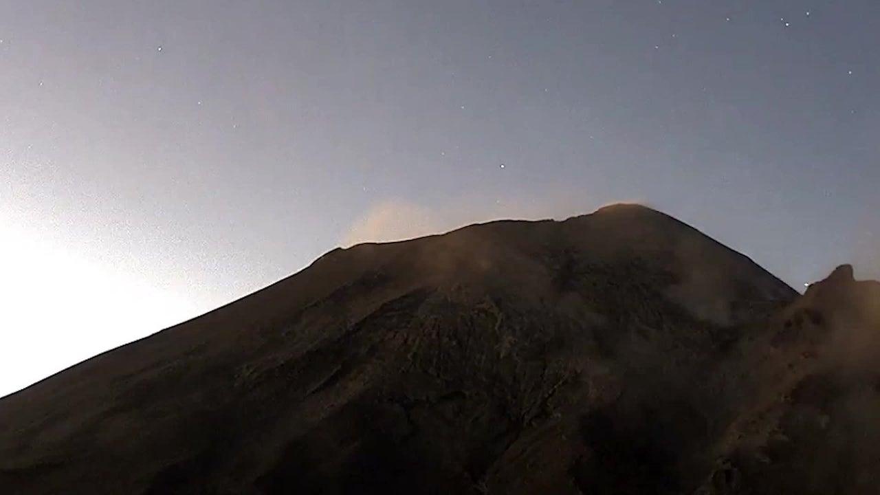 Popocatépetl escupe una furiosa columna de ceniza