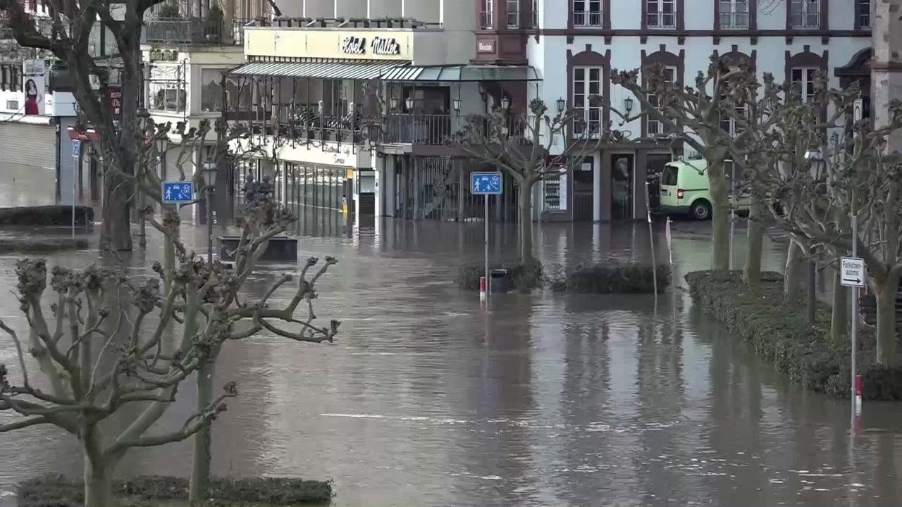 Die Mosel ist an vielen Stellen über die Ufer getreten. Besonders Cochem hat es hart getroffen. Die komplette Innenstadt steht unter Wasser.
