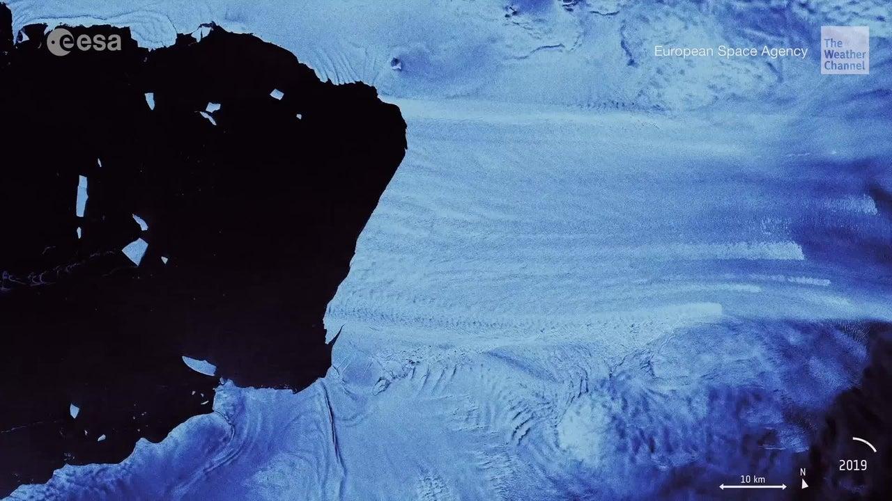 Trozo de hielo se desprende del glaciar