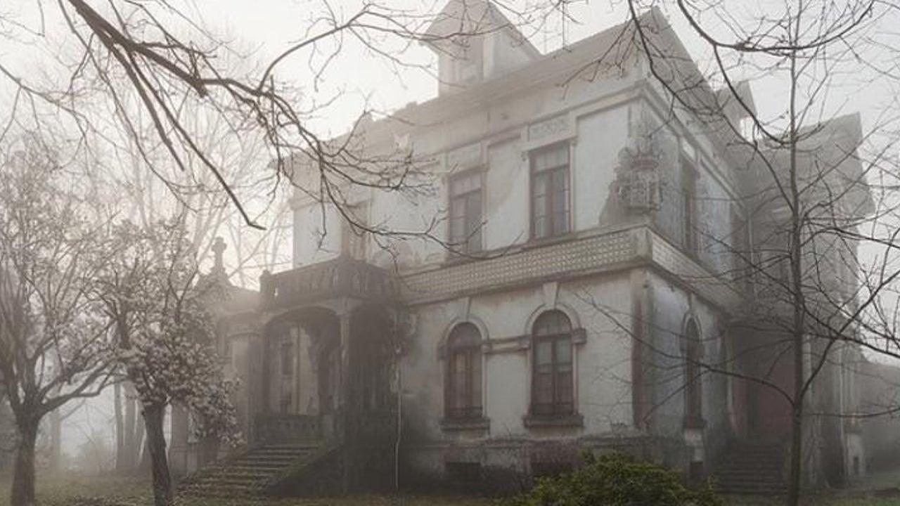 Mann fotografiert verlassene Häuser