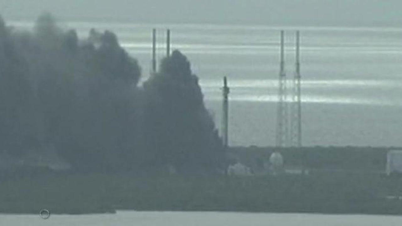 Cape Canaveral: Explosion auf Startrampe: SpaceX-Rakete geht bei Start in Flammen auf