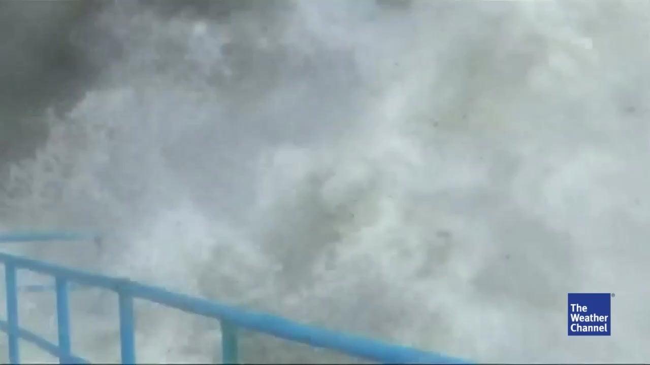 Monsterwellen überrollen Sotschi