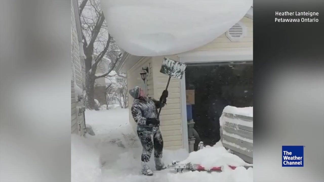 Diesen Fehler sollten Sie beim Schneeschippen vermeiden