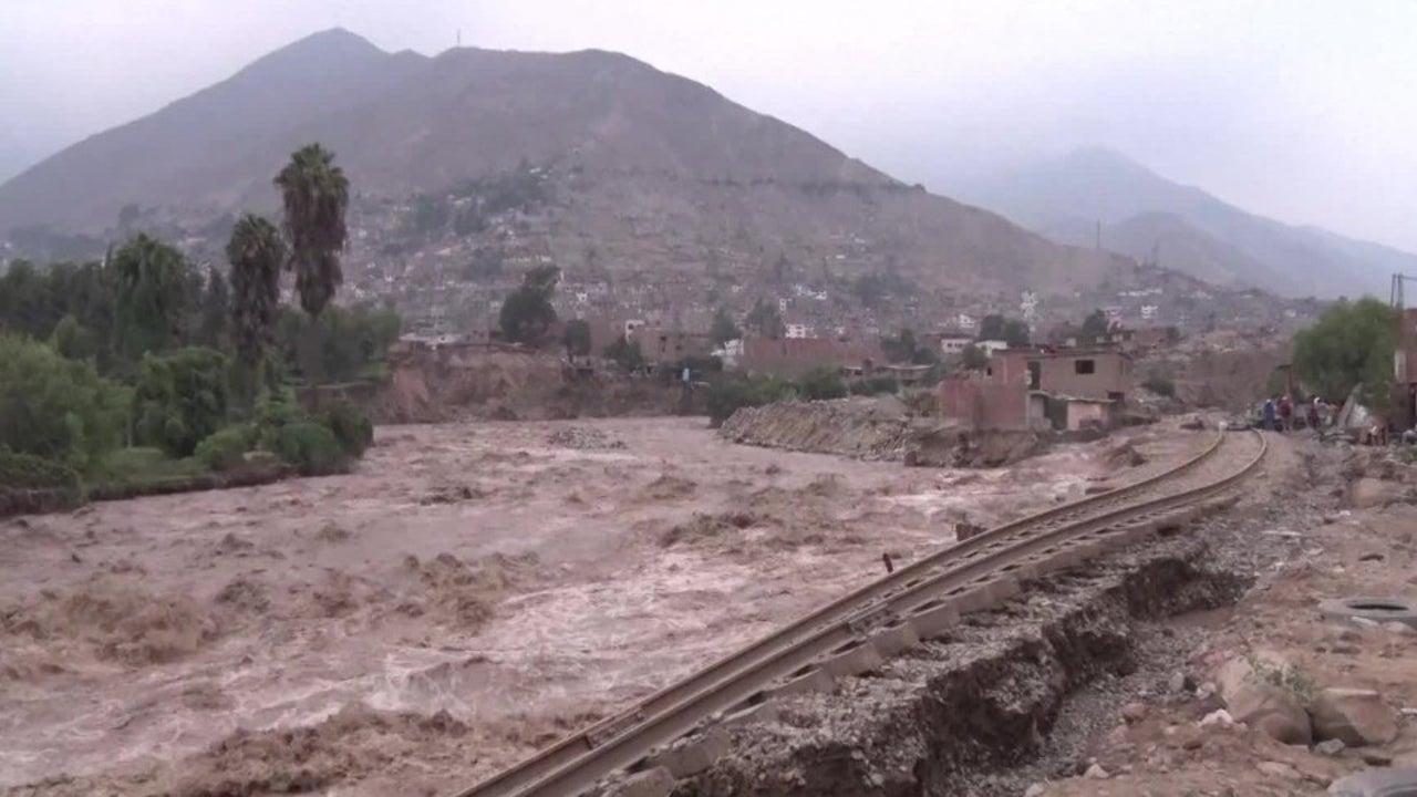 Reißende Flüsse stürzen ganze Stadtteile ins Verderben