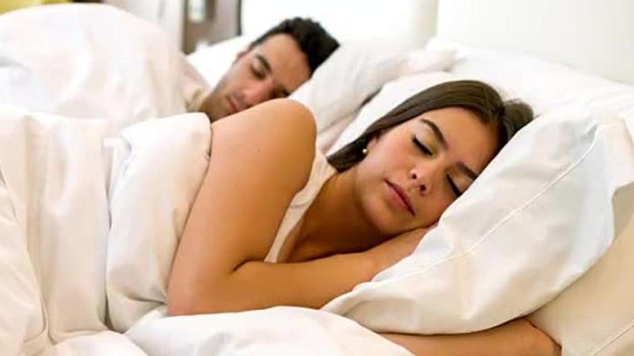 Beschwerden heilen mit der richtigen Schlafposition
