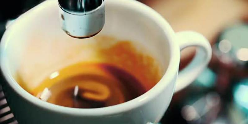 Keimschleuder: So werden Sie die Bakterien in Ihrer Kaffeemaschinen los