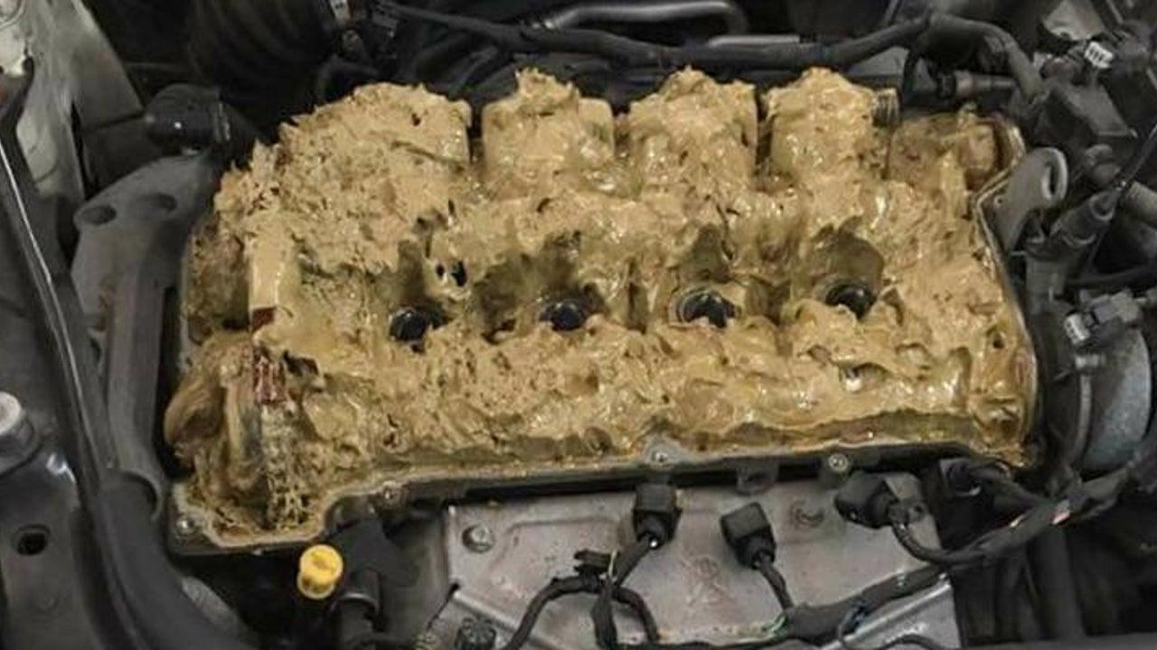 Chemie-Schlamm im Mini-Motor: Raten Sie mal, was die Autobesitzerin hier falsch gemacht hat