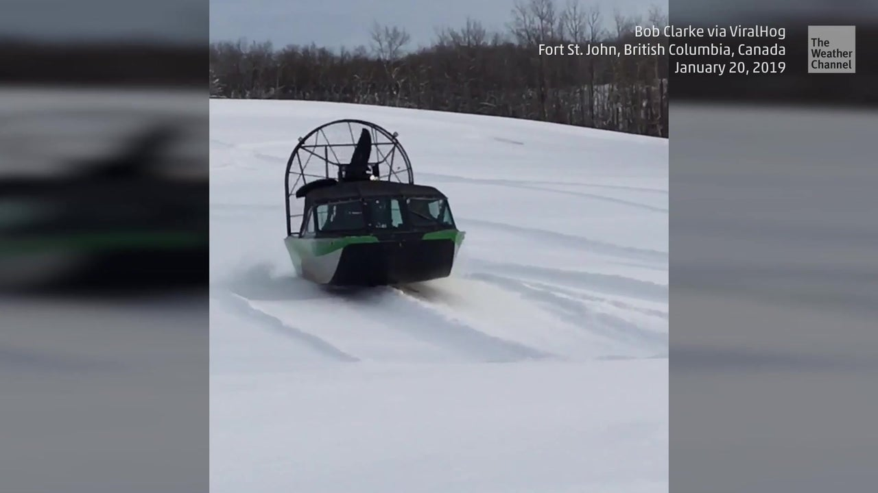 Verrückter Wintersport: Airboat brettert über den Schnee
