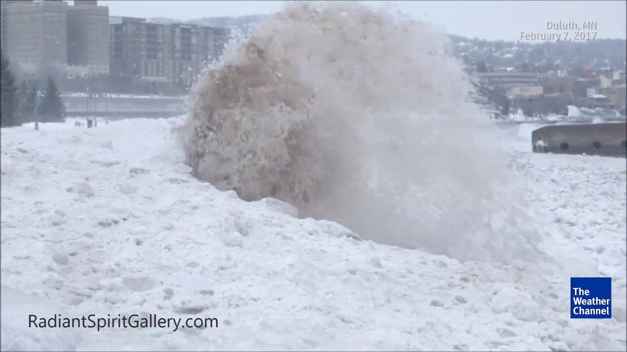 Hier lassen Eiswellen Brocken durch die Luft fliegen