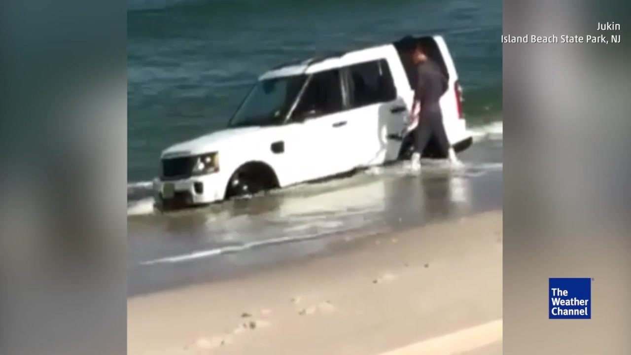 Watch: Car gets swallowed by ocean