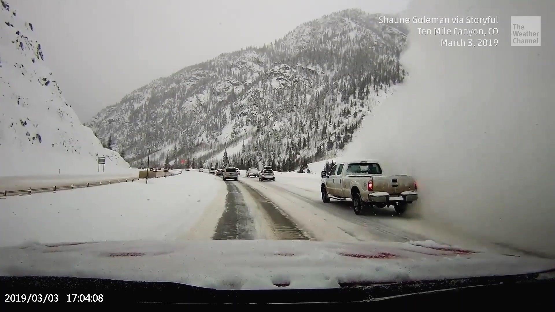 Lawine verschlingt Autobahn – Dashcam filmt die beängstigende Szene