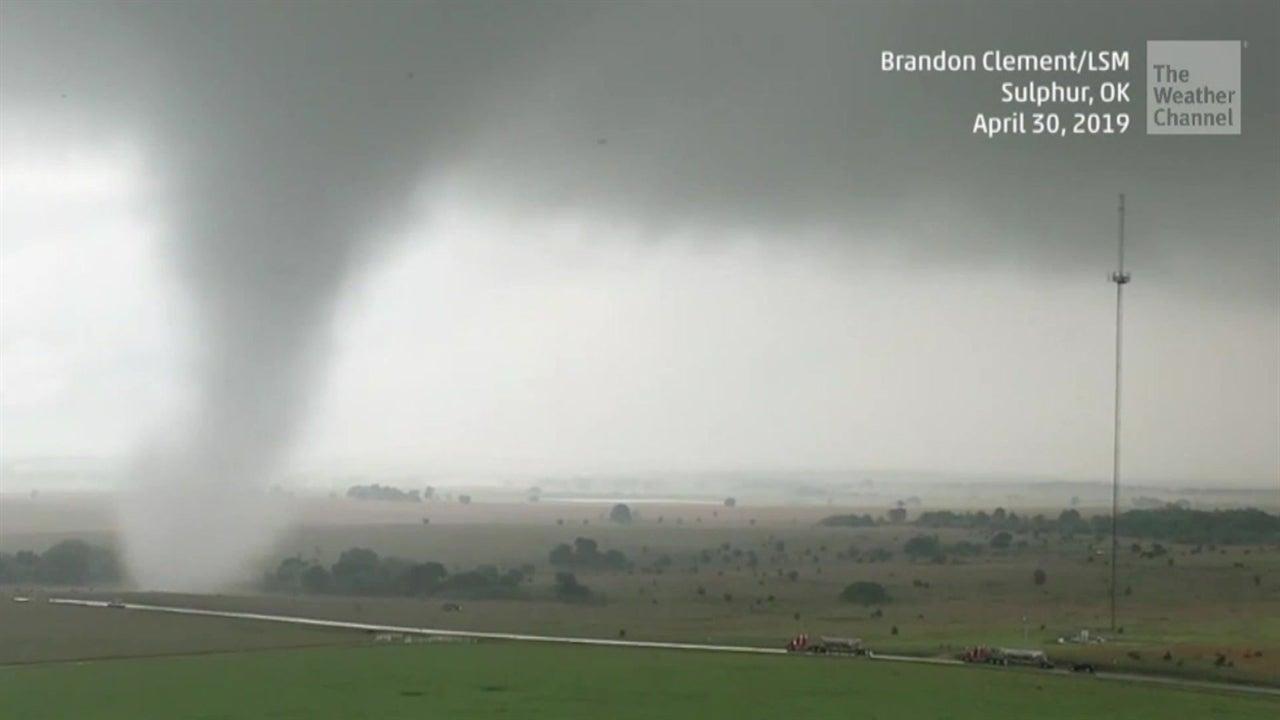 Más de 25 tornados azotaron el sur y las planicies